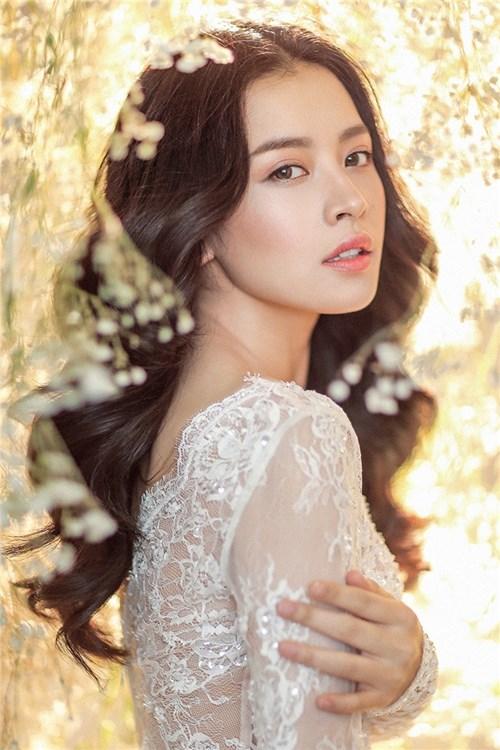 Hình ảnh đẹp như thiên thần của chi pu trong bộ ảnh cưới