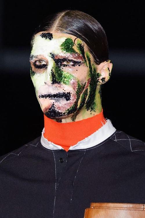 Rùng mình với những kiểu make up doạ ma